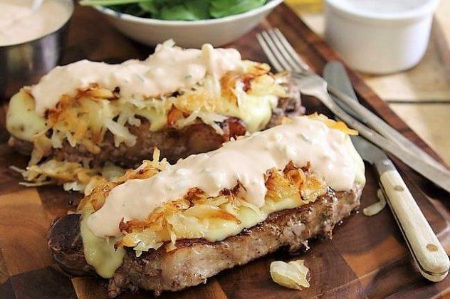 stejk sendvich s kvashenoj kapustoj gotov
