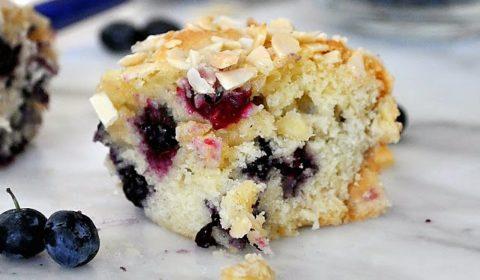 Пирог с голубикой и миндалем. Ароматный бисквит.