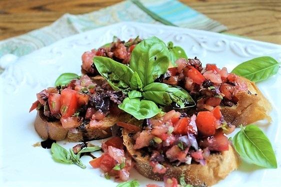 brusketta s pomidorami i bazilikom recept