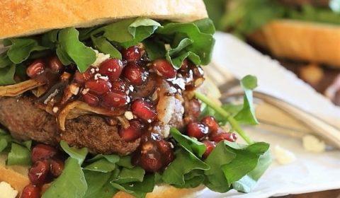 burger s syrom feta granatom recept