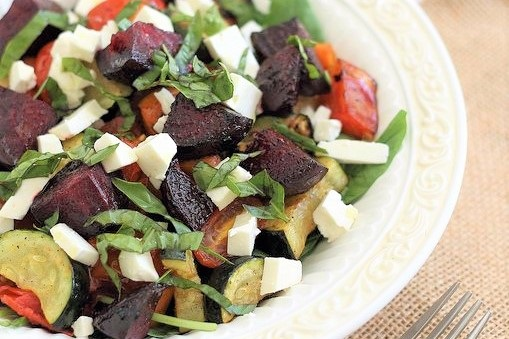 salat iz zapechennyx ovoshhej recept