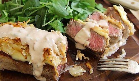 """Стейк """"Сэндвич"""" с квашеной капустой сыром и майонезом"""