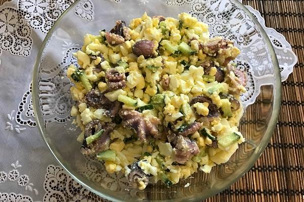 salat iz molodyh osminogov yaico ogurec