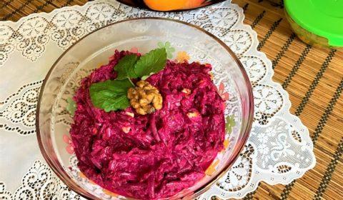 Салат из вареной свеклы с чесноком и орехами