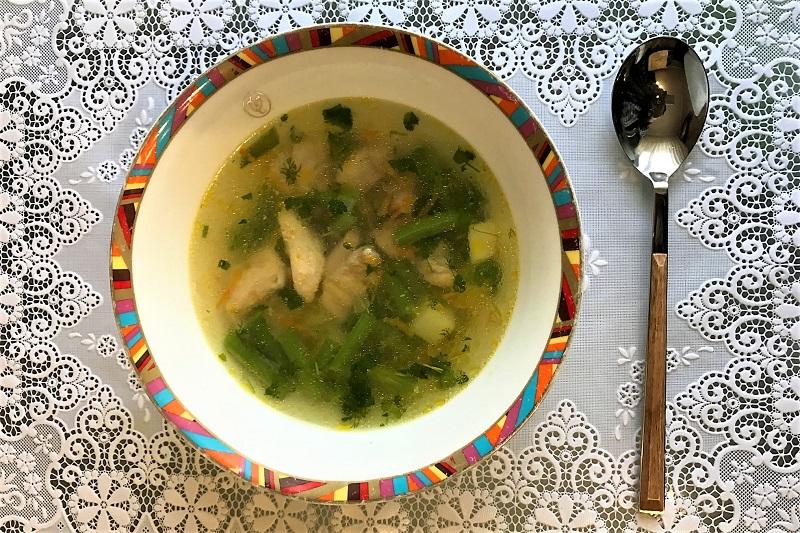 sup so struchkovoi fasolyu i kuricei