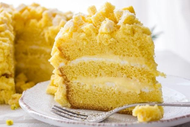 Razrezaem tort i naslazhdaemsya