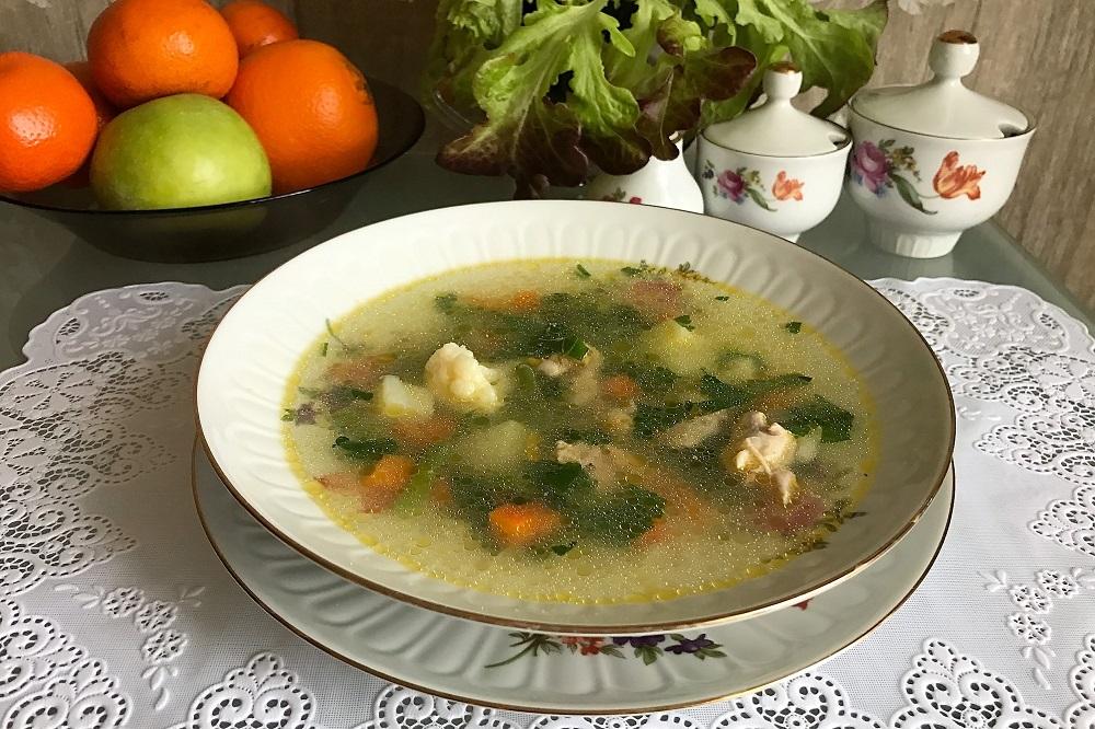 Kurinyy sup s ovoshchami