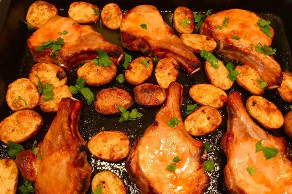 Блюда из свинины в духовке получаются нежными, сочными, неповторимо вкусными.