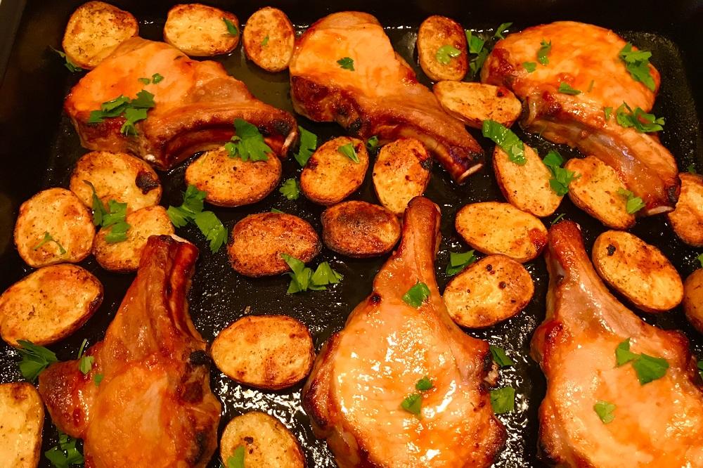 Svinina zapechennaya v duhovke s kartofelem