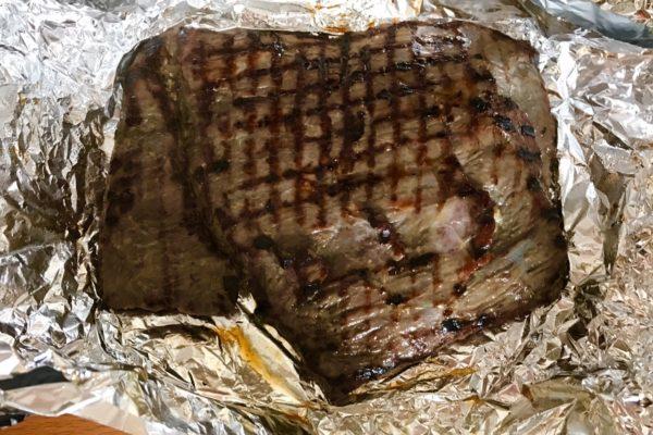 Prigotovlenie steika iz govyadiny na skovorode
