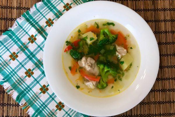 kurinyi sup s brokkoli