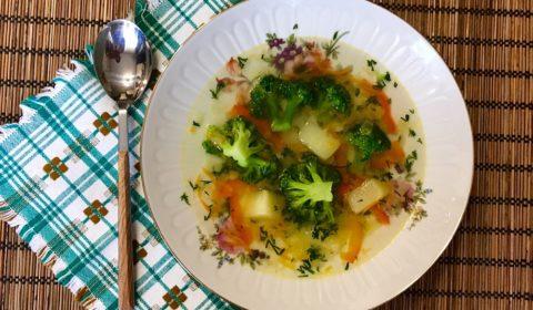 sup iz brokkoli dieticheskii i postnyi