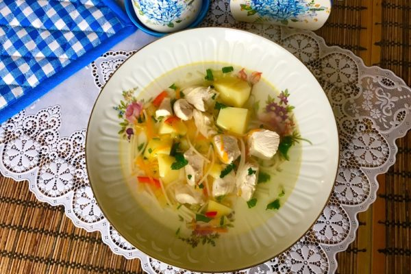 sup s makaronami i kuricei
