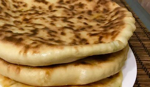 хычины с сыром и зеленью,  с картошкой и сыром из теста на кефире