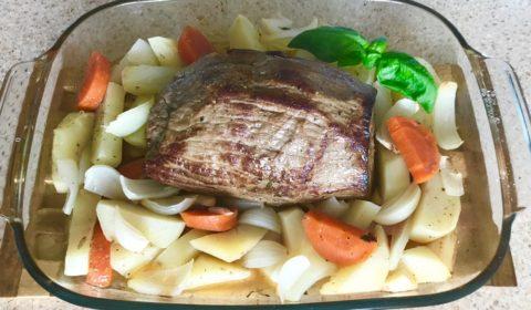 Говядина запеченная с овощами Как вкусно запечь говядину в духовке