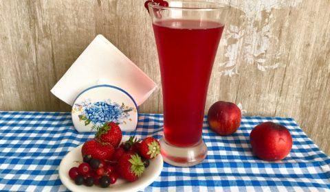 Компот из вишни и красной смородины
