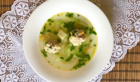 Sup s frikadelkami iz kurinogo farsha