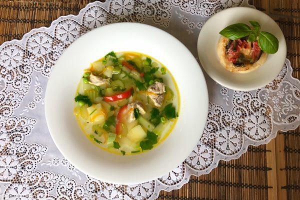 Куриный суп с сельдереем болгарским перцем и кабачками
