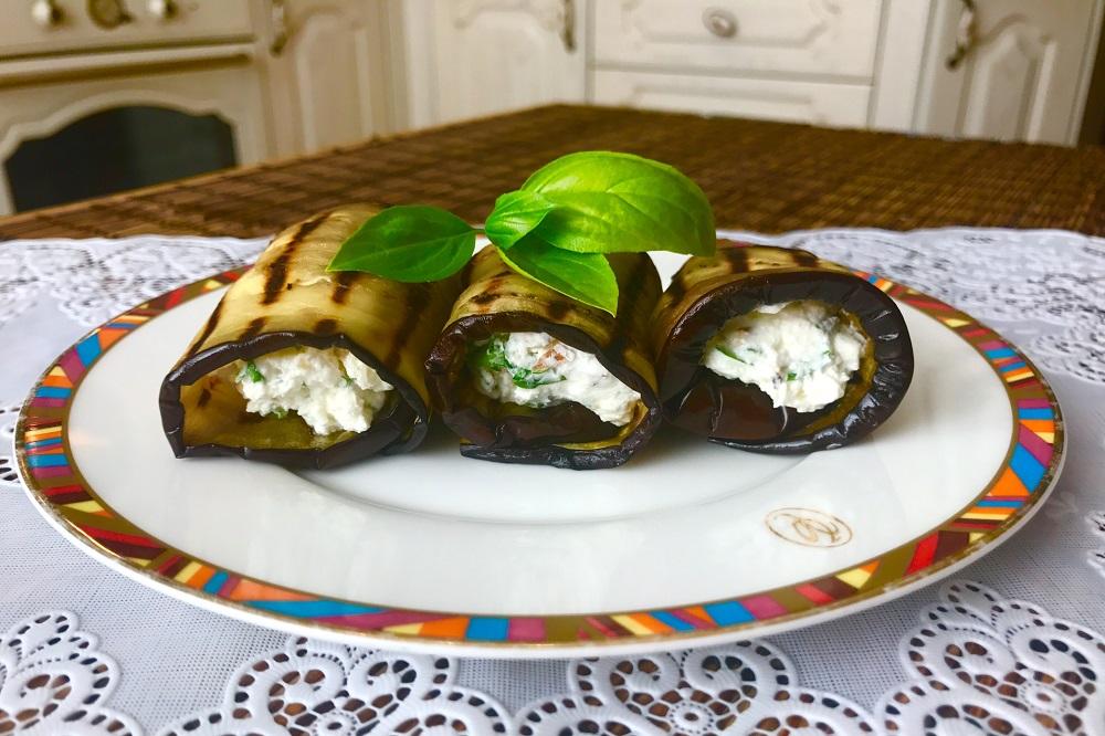 ruletiki iz baklazhanov s orehami i chesnokom