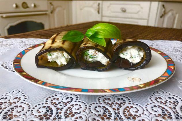 Baklazhanovye ruletiki s tvorozhnym syrom ili syrom feta, s greckimi orehami zelenyu i chesnokom