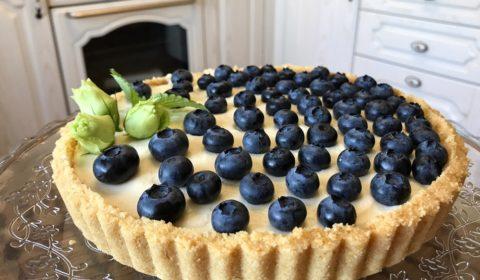 Десерт с маскарпоне и печеньем савоярди голубикой и сливками