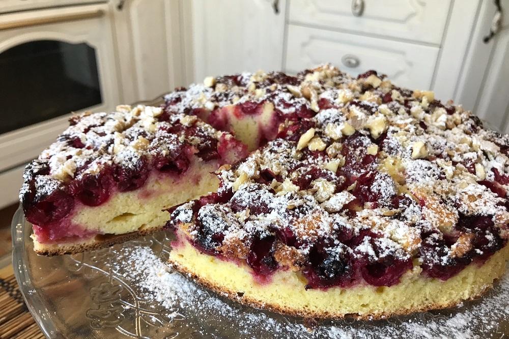 Как приготовить пирог с вишней на сметане