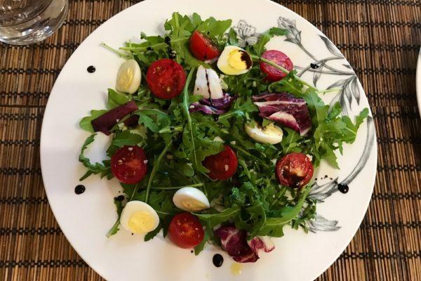 Салат с перепелиными яйцами рецепт с фото рукколой и черри