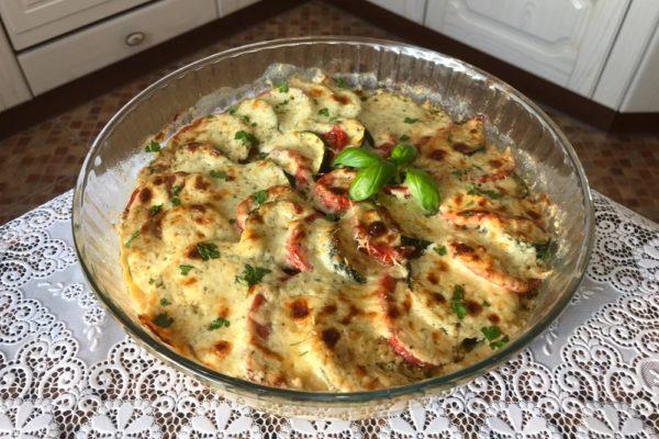 Овощная запеканка в духовке с кабачками помидорами и грибами