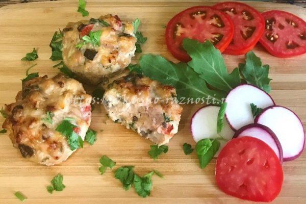 Маффины с курицей и сыром грибами и помидорами