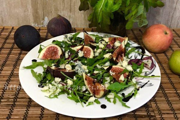 Салат с инжиром сыром рукколой и бальзамическим соусом