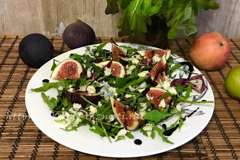 Salat s inzhirom syrom rukkoloj i balzamicheskim sousom