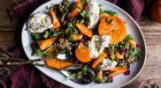 Салат с мандаринами хурмой сушеной клюквой и бурратой