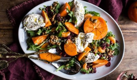 Salat s mandarinami hurmoj sushenoj klyukvoj i burattoj