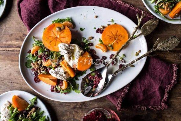 Salat s hurmoj i syrom