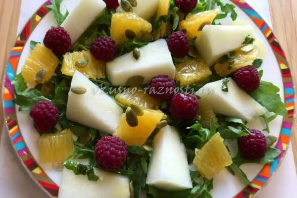 Salat s dynei recept s apelsinom, malinoj i myatnoj zapravkoj