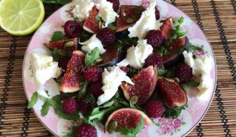 Салат с моцареллой и инжиром с лаймово-мятной заправкой