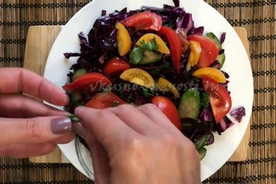 Krasnaya kapusta salat svezhij