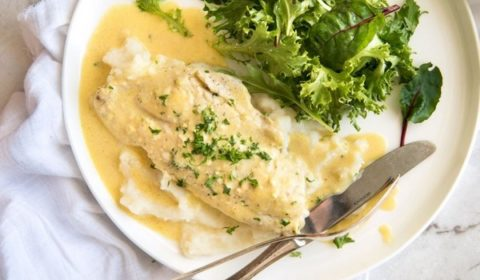Филе белой рыбы запеченное в сливочном соусе с лимоном