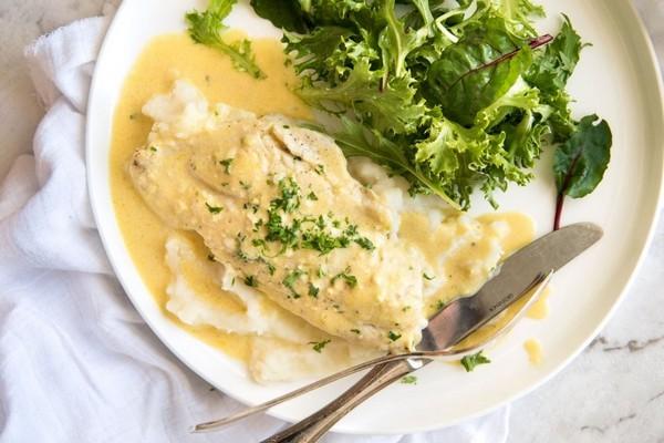 File beloi ryby zapechennoe v slivochnom souse s limonom