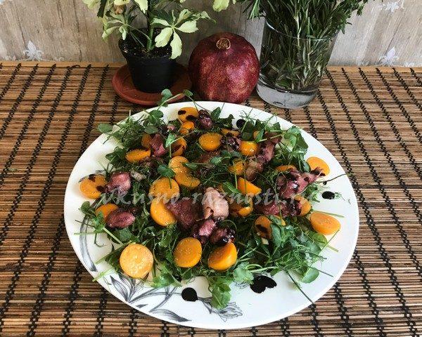 Salat s os'minogami konservirovanny'mi