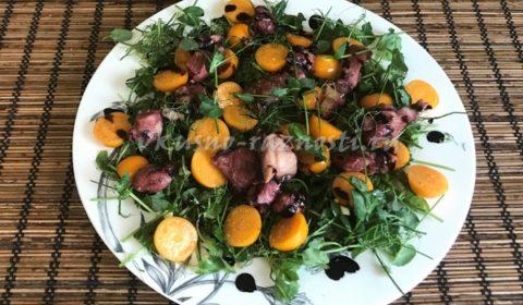 Салат с осьминогом физалисом и микрозеленью гороха