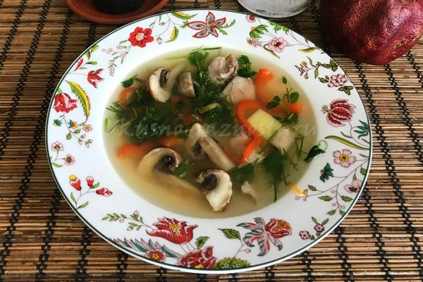 Sup s shampinonami i kuricei recept v mul'tivarke i bez