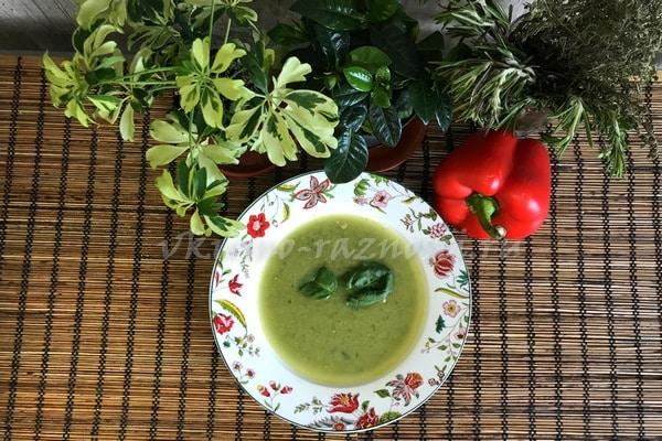 Sup pyure iz brokkoli s kuricej