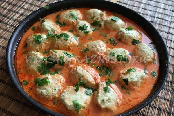 Tefteli iz kurinogo farsha s podlivkoi PP recept s brokkoli i fetoj