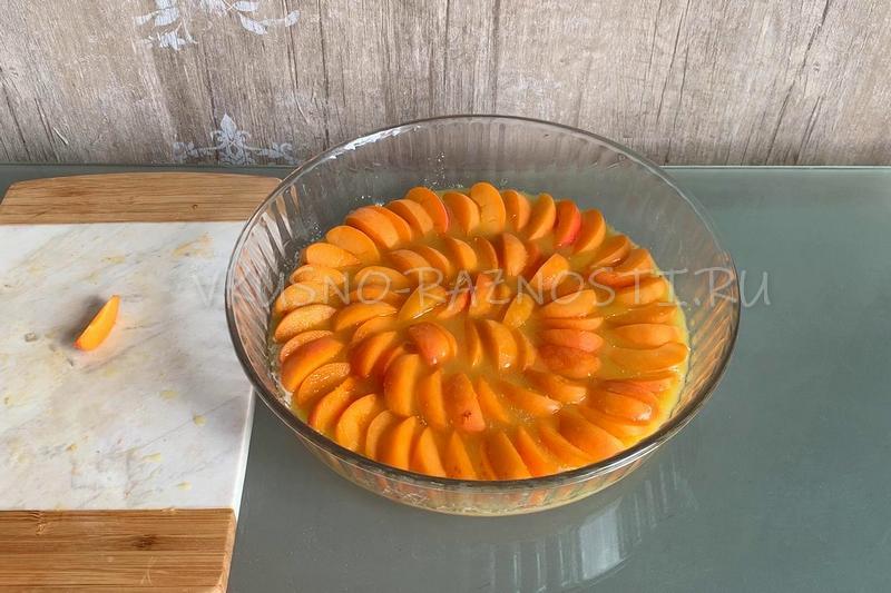 Vykladyvaem abrikosy v formu