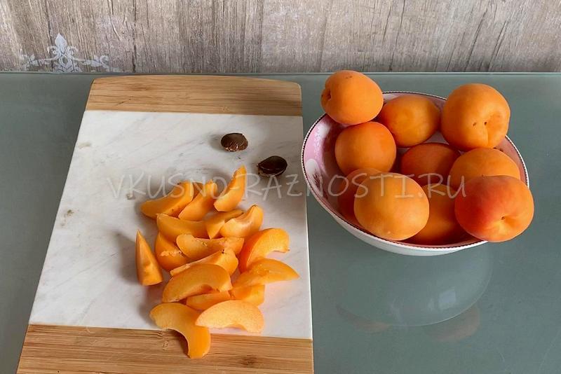 Narezaem abrikos dolkami