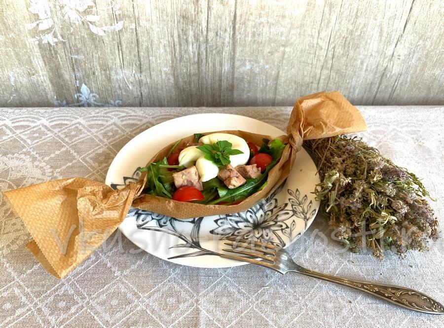 Salat iz pecheni treski so svezhim ogurcom i yajcom pashot
